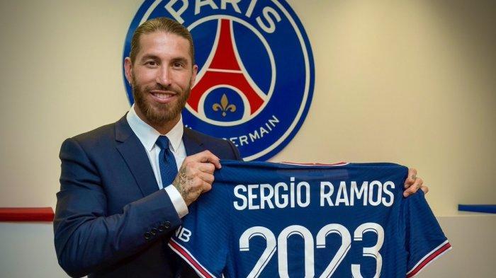 Sergio Ramos akhirnya resmi diperkenalkan Paris Saint-Germain. Ramos dikontrak PSG hingga 2023