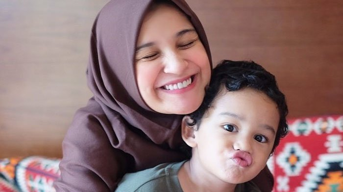 Shireen Sungkar dan Adam