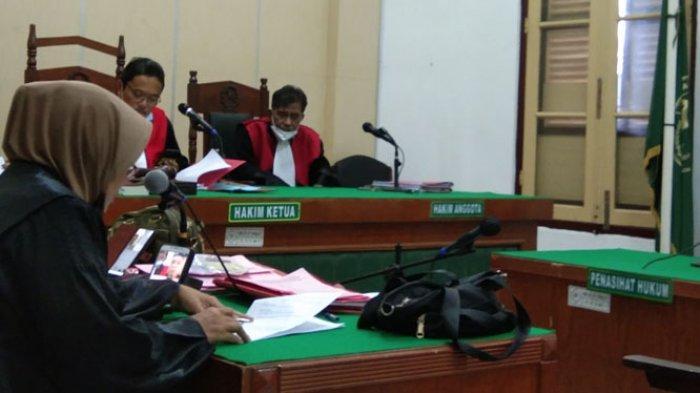 JPU membacakan tuntutan terdakwa Ali dalam sidang yang digelar secara daring di ruang cakra 8 PN Medan, Jumat (18/12/2020)