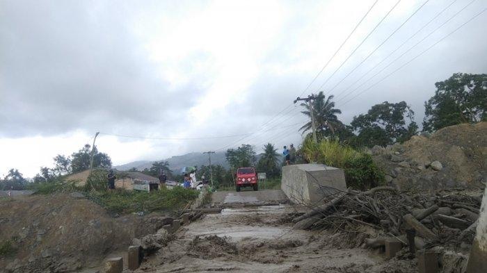 Seharian Diguyur Hujan, Terekam Dua Kali Laharan dari Puncak Gunung Sinabung