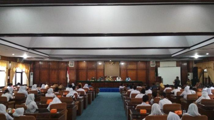 Pembahasan Siswa Siluman Alot, Adu Argumen Ortu Peserta Didik dengan Pemprov Sumut
