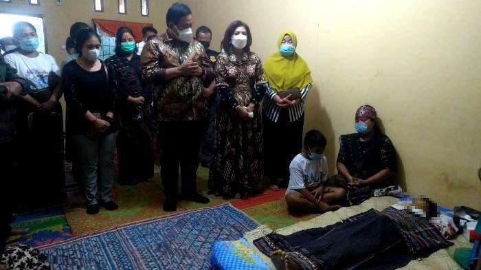 Sedih Kali, Siswa SD Minum Racun Rumput Lantaran Terbebani Tugas Sekolah, Bupati Temui Keluarga