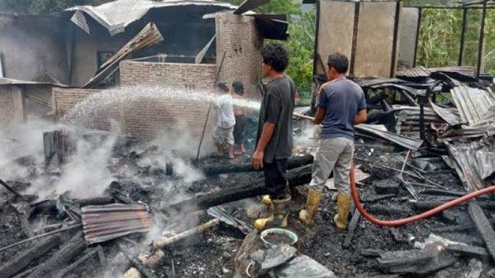 Situasi kebakaran di Kabupaten Samosir yang melalap 6 rumah warga. (Tribun-medan.com/HO)