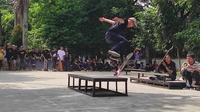 Puluhan Skater Keliling Pusat Kota Medan Peringati Hari Skateboarding Sedunia