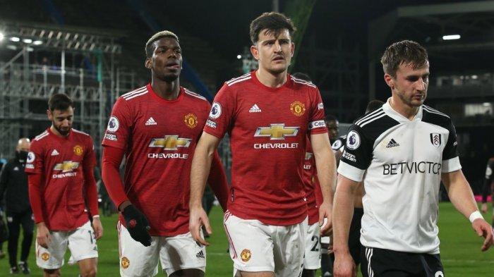 Manchester United merebut kembali puncak klasemen usai menang atas Fulham pada laga tunda pekan ke-18 Premier League