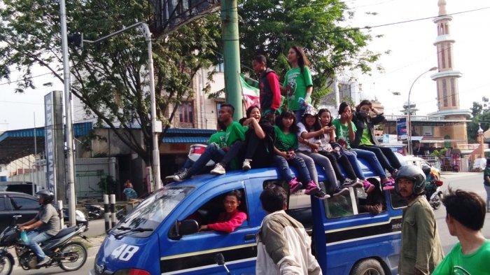 Enam Basis SMeCK Hooligan Padati Kawasan Gatot Subroto
