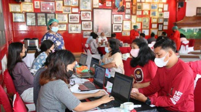 Bupati Taput Targetkan 1000 Guru Harus Ikut Vaksinasi Guna Proses Belajar tatap Buka