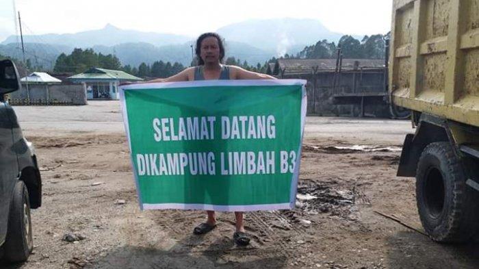Di Kecamatan Terbaik, Warga Bentangkan Spanduk 'Selamat Datang di Kampung Limbah B3'