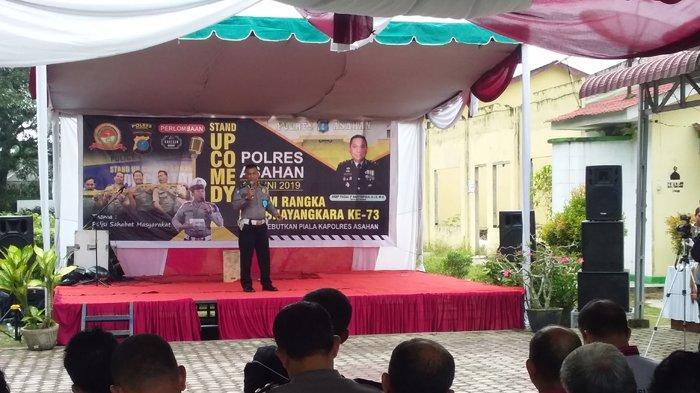 Sambut HUT ke-73 Bhayangkara, Belasan Personel Polres Asahan Adu Lucu di Panggung Stand Up Comedy