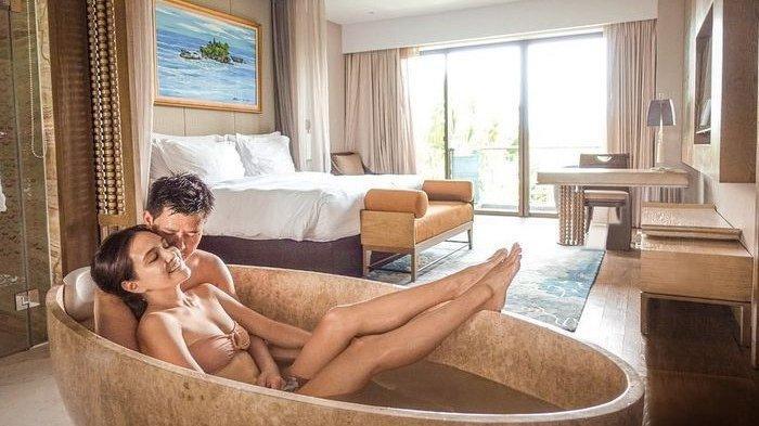 Shandy Aulia Pamer Foto saat Sedang Mandi Bareng Suaminya di Bath Up