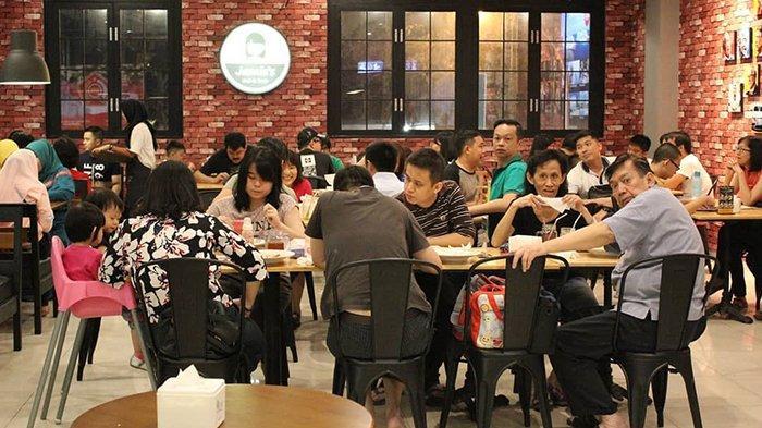 Makan Pizza Buatan Chef Berpengalaman di Jamie's Cafe and Resto