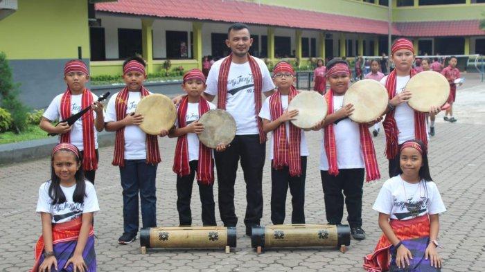SD Methodist-An Pancurbatu Tampilkan Permainan Khas Karo di Taman Ismail Marzuki