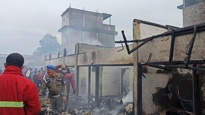Kecewanya Iwan Hutasoit, Kiosnya di Pasar Siborongborong Dilalap Api Karena Damkar Taput Lelet