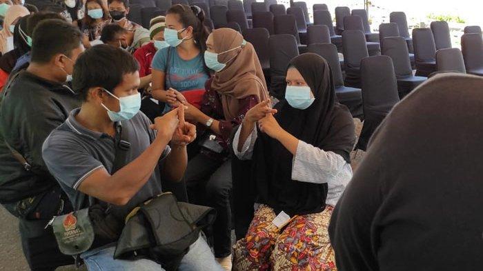 37 Warga Tuna Rungu di Medan Jalani Vaksinasi Covid-19 Bersama BUMN