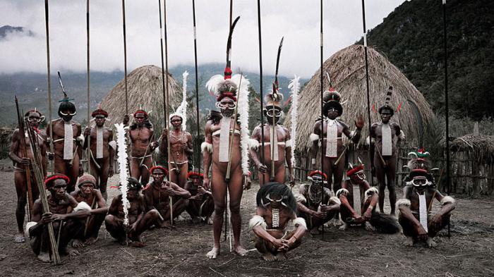 Suku Dani yang berasal dari Provinsi Papua dan Papua Nugini