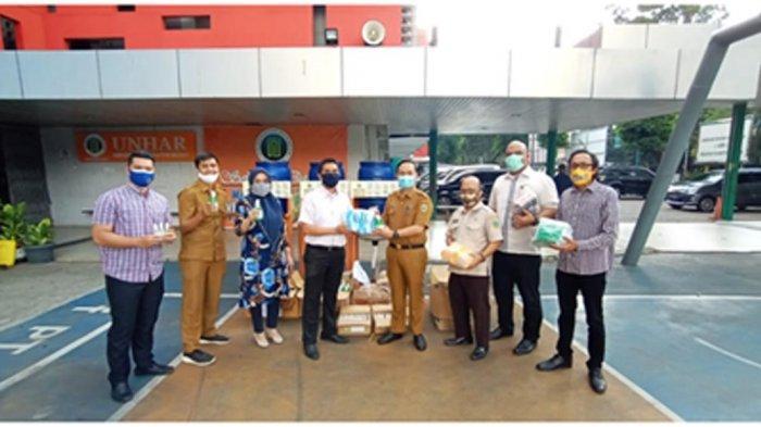Ikatan Alumni Universitas Harapan Medan Sumbangkan Alat Kesehatan untuk Pencegahan Covid-19
