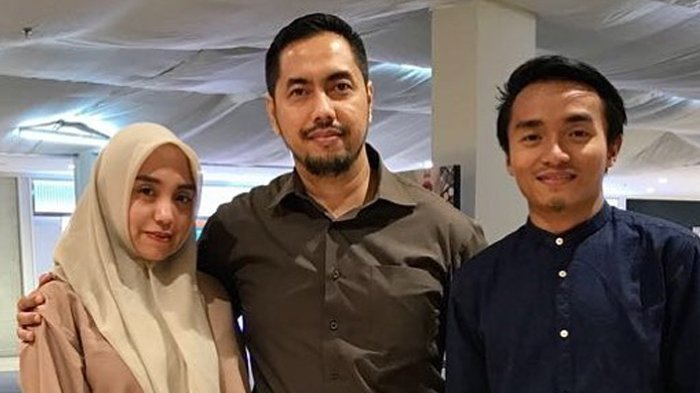 Sunan Kalijaga dan putrinya, Salfafina Khairunissa beserta calon menantunya.