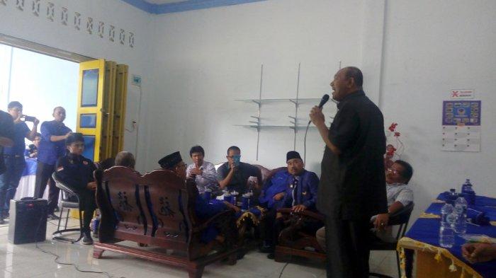 Anggota DPRD Sumut, Syah Afandin dan Safril Djambak mendaftarkan diri sebagai bakal calon bupati langkat ke DPD Partai NasDem Langkat, Senin (10/7/2017).