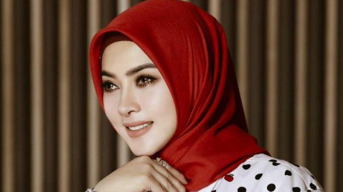 Syahrini Kini Semakin Cantik dalam Balutan Hijab
