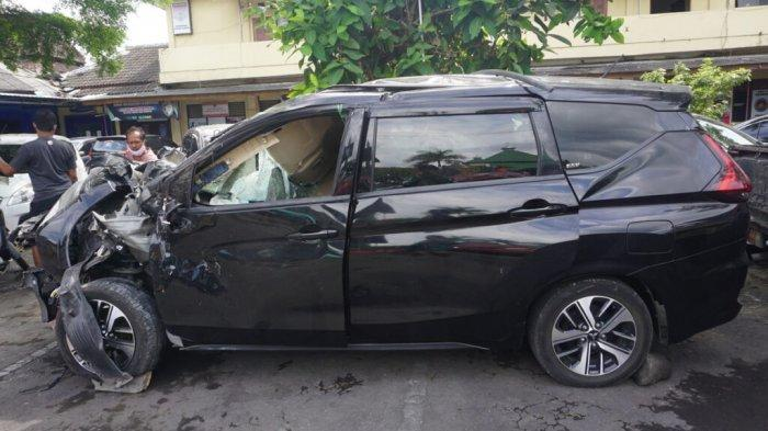 Xpander rusak parah setelah mengalami kecelakaan di Jalan Magelang KM 8, Kabupaten Sleman, Daerah Istimewa Yogyakarta, Sabtu (3/10/2020).