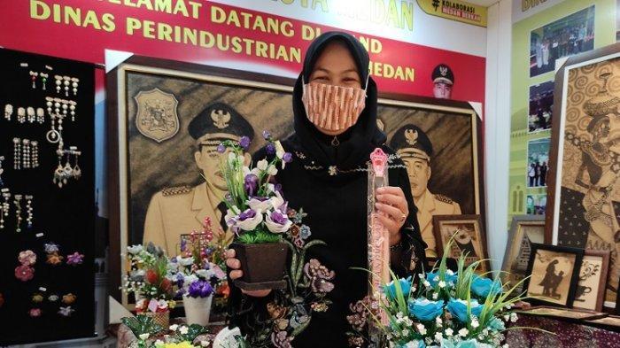 Fokus ke Pembuatan Tali Pengait Masker, Susan Handycraft Berkembang di Tengah Pandemi