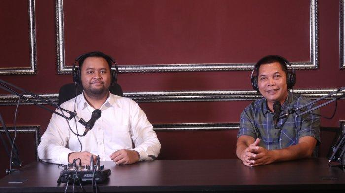 Drs. Teguh Prakosa ketika menghadiri undangan Podcast Rektor Universitas Surakarta Dr. Arya Surendra, S.Sos., S.E., M.M.