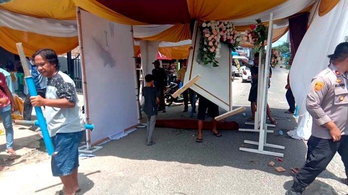Hendak Naik Pelaminan, Pasangan Mempelai Ini Pasrah Tenda Pestanya Dibongkar Paksa Polisi
