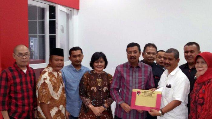 Tengku Erry Ambil Formulir Pendaftaran Bakal Calon Gubernur ke Kantor PDI Perjuangan