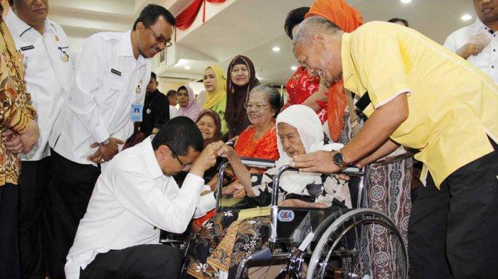 Hadiri Peringatan HLUN, Gubernur Minta Tambah Fasilitas Khusus untuk Lansia