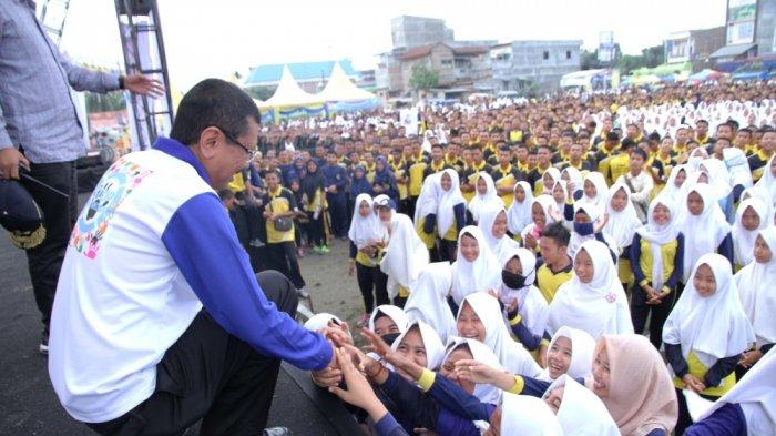 Gubernur Tengku Erry Lepas Jalan Santai di Batubara, Ini Pesannya Buat Para Pelajar