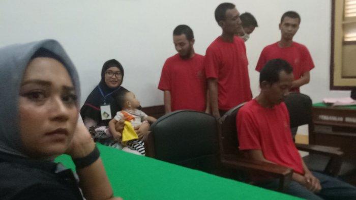 Terdakwa Pembunuh Berencana Divonis Penjara 18 Tahun, Abdul Hadi Mewek hingga Keluarga Korban Emosi