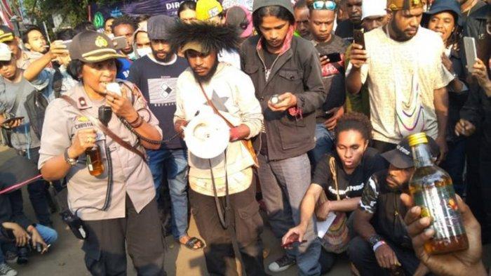 Inilah Motif Perwira Polwan Kompol Christiaty Kirim Miras ke Mahasiswa Papua saat Aksi Demo