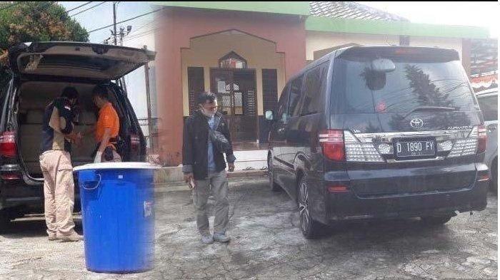 Suasana rumah penemuan jasad ibu dan anak yang meningal dunia di bagasi mobil di Dusun Ciseuti, Desa/Kecamatan Jalan Cagak, Kabupaten Subang, Jawa Barat, Sabtu (21/8/2021) - 5 teka-teki kasus tewasnya ibu dan anak di Subang