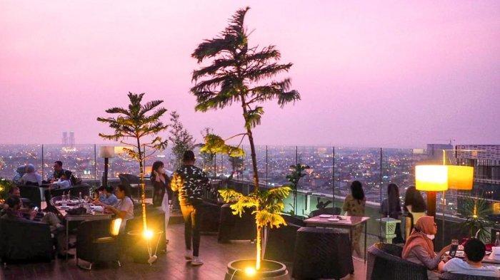 The Edge Restaurant, restoran tertinggi di Kota Medan yang cocok jadi tempat makan romantis bareng pasangan.