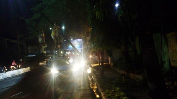 Tiang Listrik Tumbang, Jalan Juanda Macet