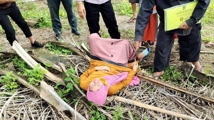 Protes Eksekusi Tanah di Asahan, Wanita Ini Tidur di Atas Pelepas Sawit Berduri
