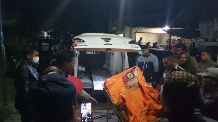 Tiga Orang Tertimbun Longsor di Tigabinanga, Petugas Berhasil Evakuasi Jenazah Korban