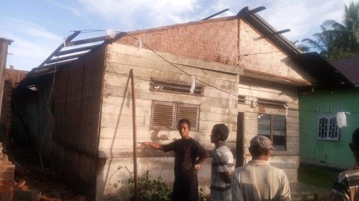 Tiga Rumah Rusak Berat Diterjang Angin Puting Beliung di Langkat, Atapnya Sampai Terbang