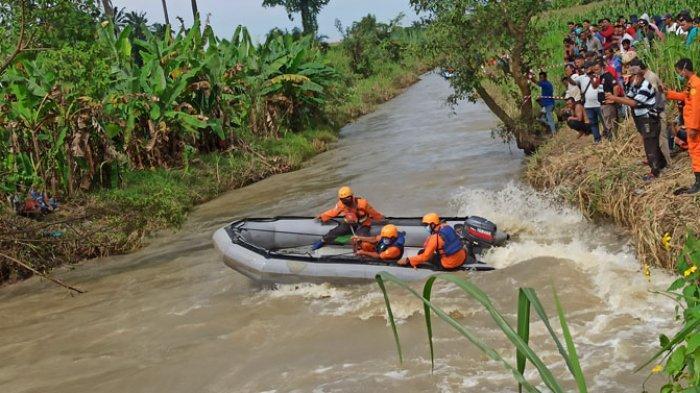 Korban Hanyut Jembatan Ambruk Belum Ditemukan, Basarnas: Pencarian Dilanjutkan Besok Sepanjang 15 Km