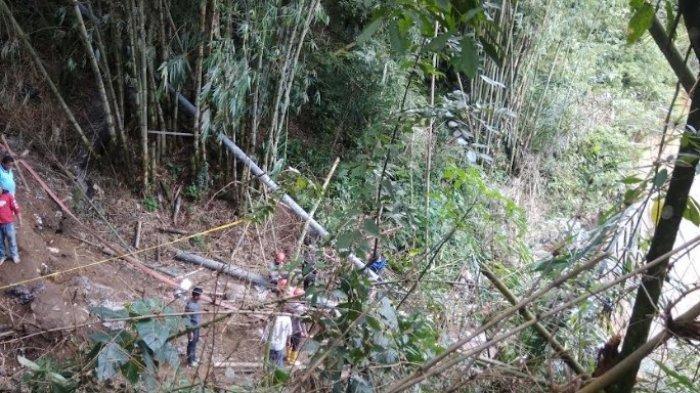 DUA Korban Longsor di Desa Sugihen Kembali Ditemukan, Korban Dibawa ke RSU Kabanjahe
