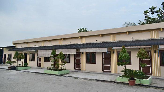 Grand Family Hotel yang berlokasi di Sei Sijenggi, Kecamatan Perbaungan, Kabupaten Serdang Bedagai ini. Ada 27 jumlah kamar di hotel ini. Grand Family Hotel menawarkan empat pilihan tipe kamar yakni standard, standard plus, superior, dan deluxe.