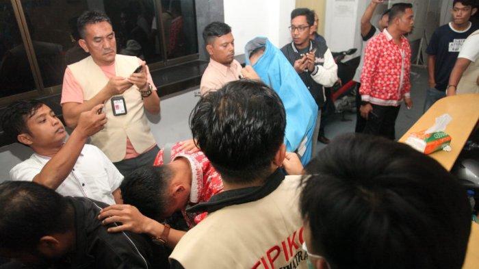 Rekaman Video saat Unit Tipikor Polda Sumut Lakukan OTT di Siantar, 16 Pegawai Dibawa Pakai Angkot