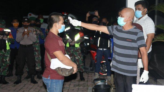 Sabtu Dini Hari, 19 TKI dari Malaysia Tiba di Kisaran dan Langsung Dilakukan Sterilisiasi
