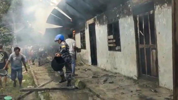 8 Unit Rumah Kontrakan di Sei Apung Ludes Terbakar, Api Diduga dari Korsleting Listrik