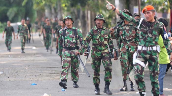 Tentara Menggebuk Rakyat, Merdeka!
