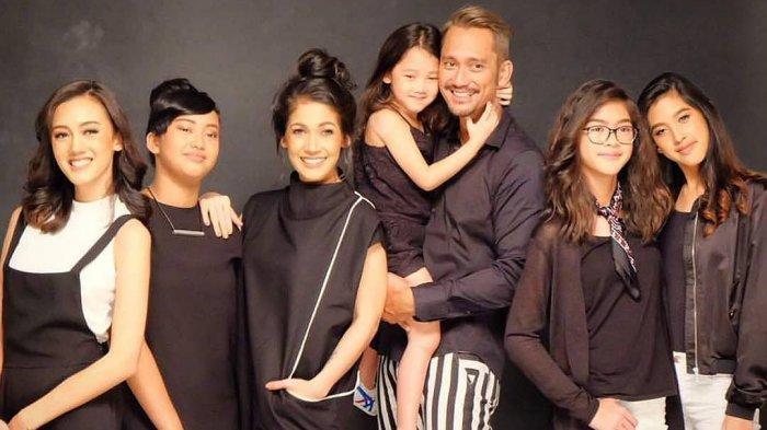 Keluarga Tora Sudiro dan Mieke Amalia. (instagram)