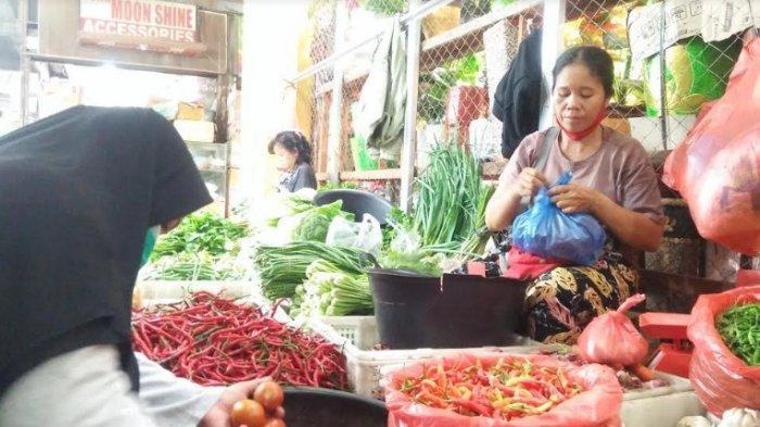 Transaksi jual beli sayur mayur di Pusat Pasar Medan, Senin (10/5/2021). (Tribun-medan.com/ Yufis)