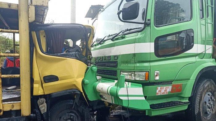 Colt Diesel dan Truk Fuso Tabrakan di Jalinsum, Sopir dan Penumpang Meninggal di Lokasi