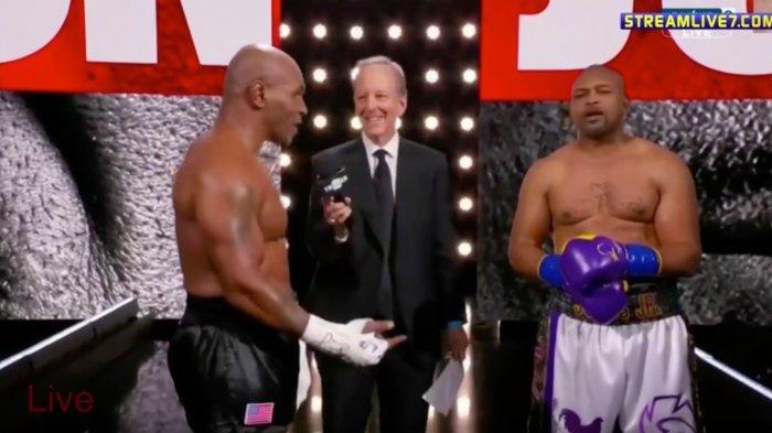 Tangkapan layar duel legenda tinju dunia Mike Tyson vs Roy Jones