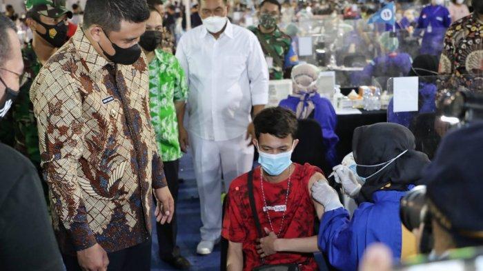 Tinjau Sentra Vaksinasi BUMN, Bobby Nasution Berharap 10 Ribu Jiwa Per Hari Dapat di Vaksin